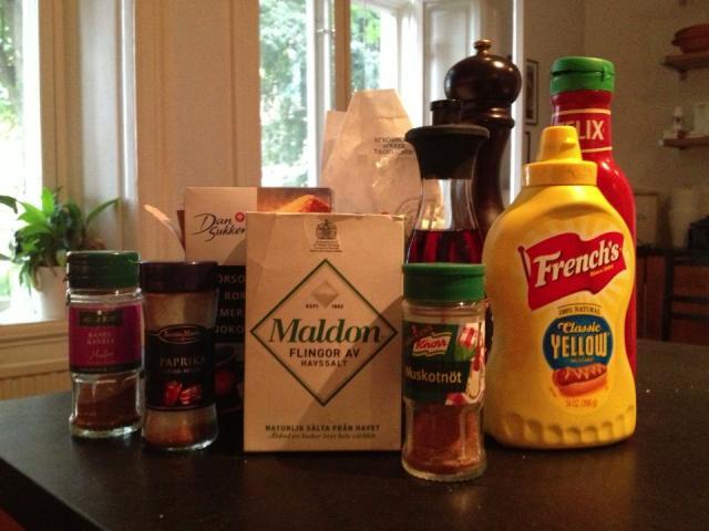 klassfoto på ingredientserna till BBQ-såsen, ser de inte spända och förväntansfulla ut?